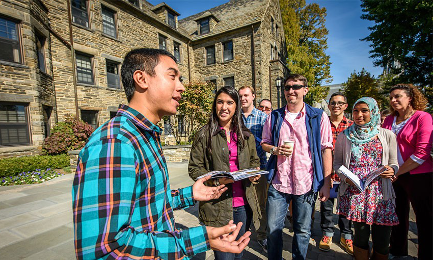 A guide talks to visitors during an on-campus tour